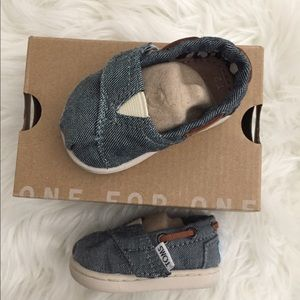 Toms- Tiny Toms- baby Toms/ chambray/ new